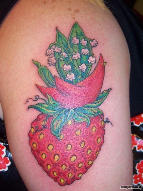 Татуировка ландыш с клубникой