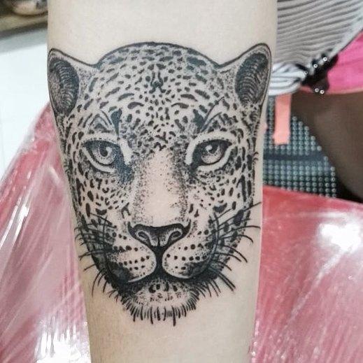 Простая татуировка леопард