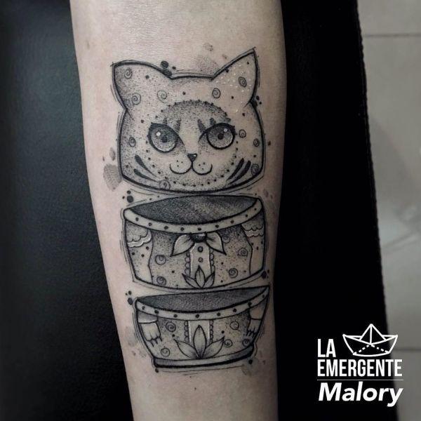 Татуировка матрешки в виде кота
