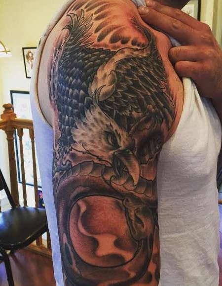 Орел в борьбе с драконом