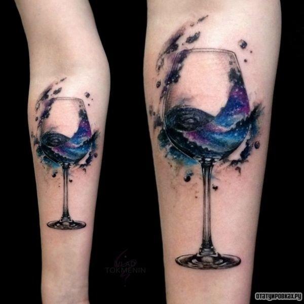 Татуировка бокал синего вина