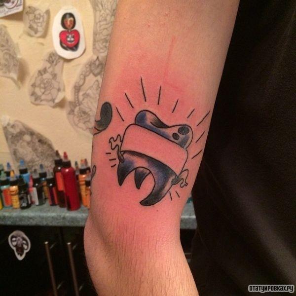 Татуировка зуб