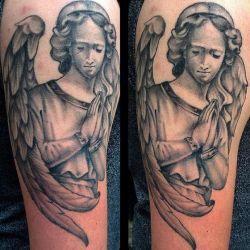 Ангел девушка молится
