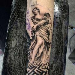 Ангел на руке