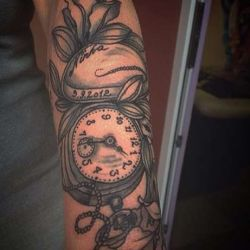 фотография татуировка часы