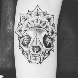 эскиз татуировка череп