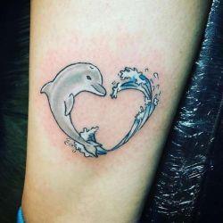 тату дельфин фотография