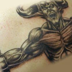 Демон с горой мышц