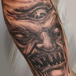 Жуткая татуировка демона