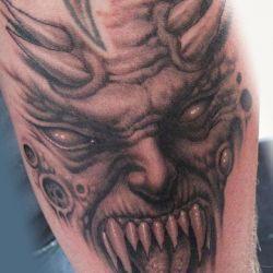 Острые клыки демона