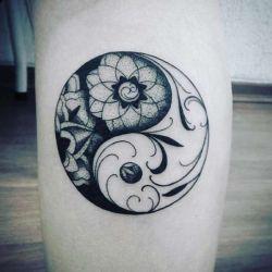 Татуировка инь-янь фотография