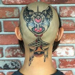 татуировка летучая мышь фотография