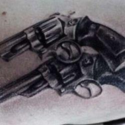 Татуировка пистолет фото