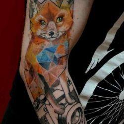 фотография татуировки абстракции