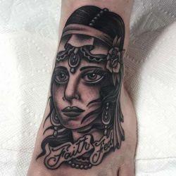 Татуировки на ступне фотография