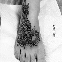 татуировки на ступне фото