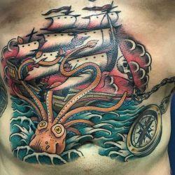 фотография татуировки на животе