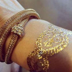 фотография золотые татуировки