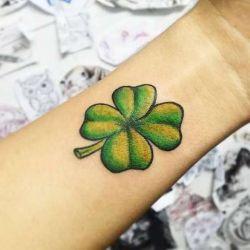 Татуировка клевер: оберег и талисман на все времена