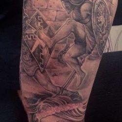 Татуировки гладиаторов: символы, значение, стилистика