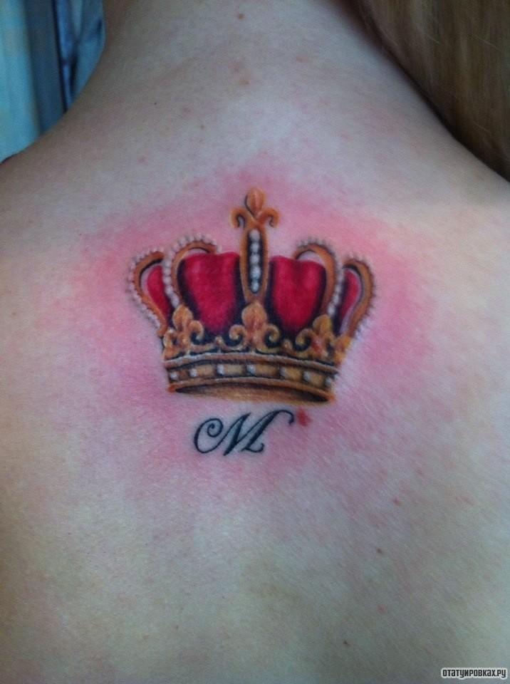 Корона с буквой с татуировкой 31