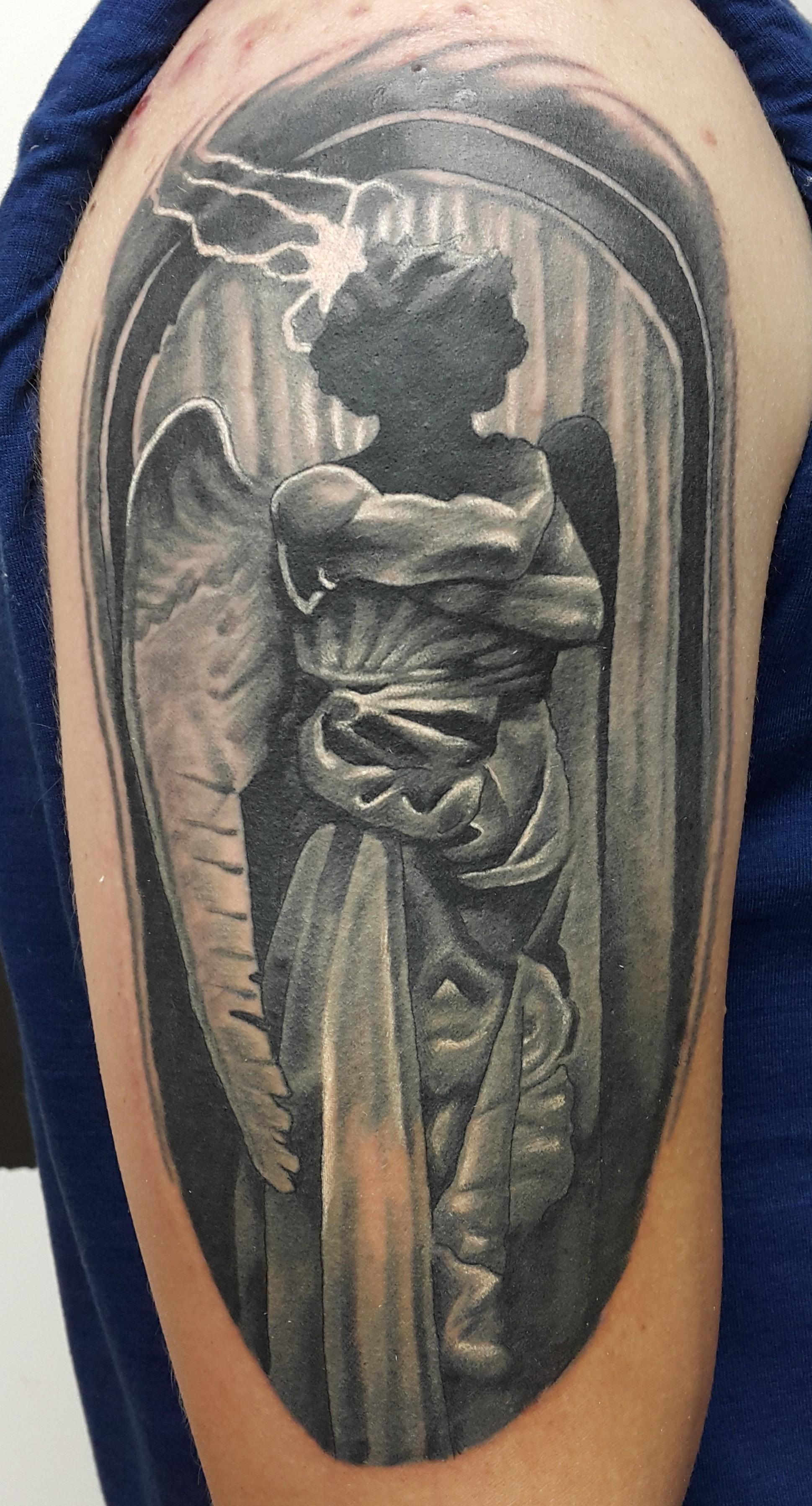 Татуировка ангел плечо фото