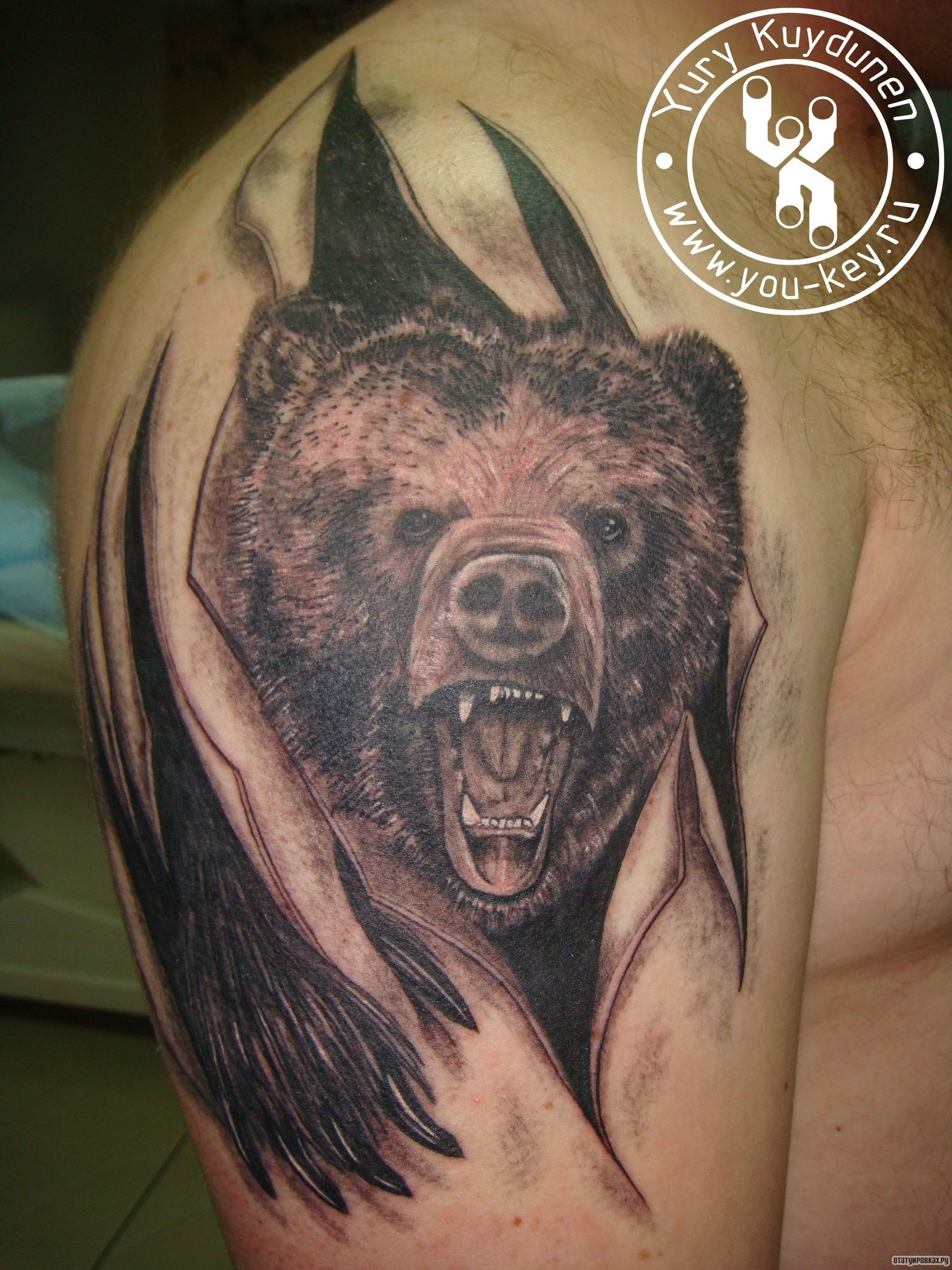 Фото тату медведей на девушке