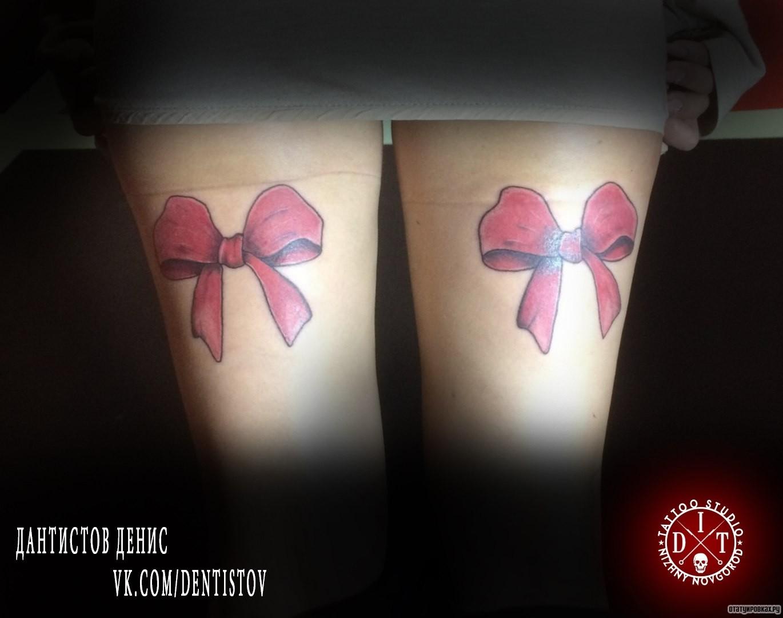 Бант красный в тату
