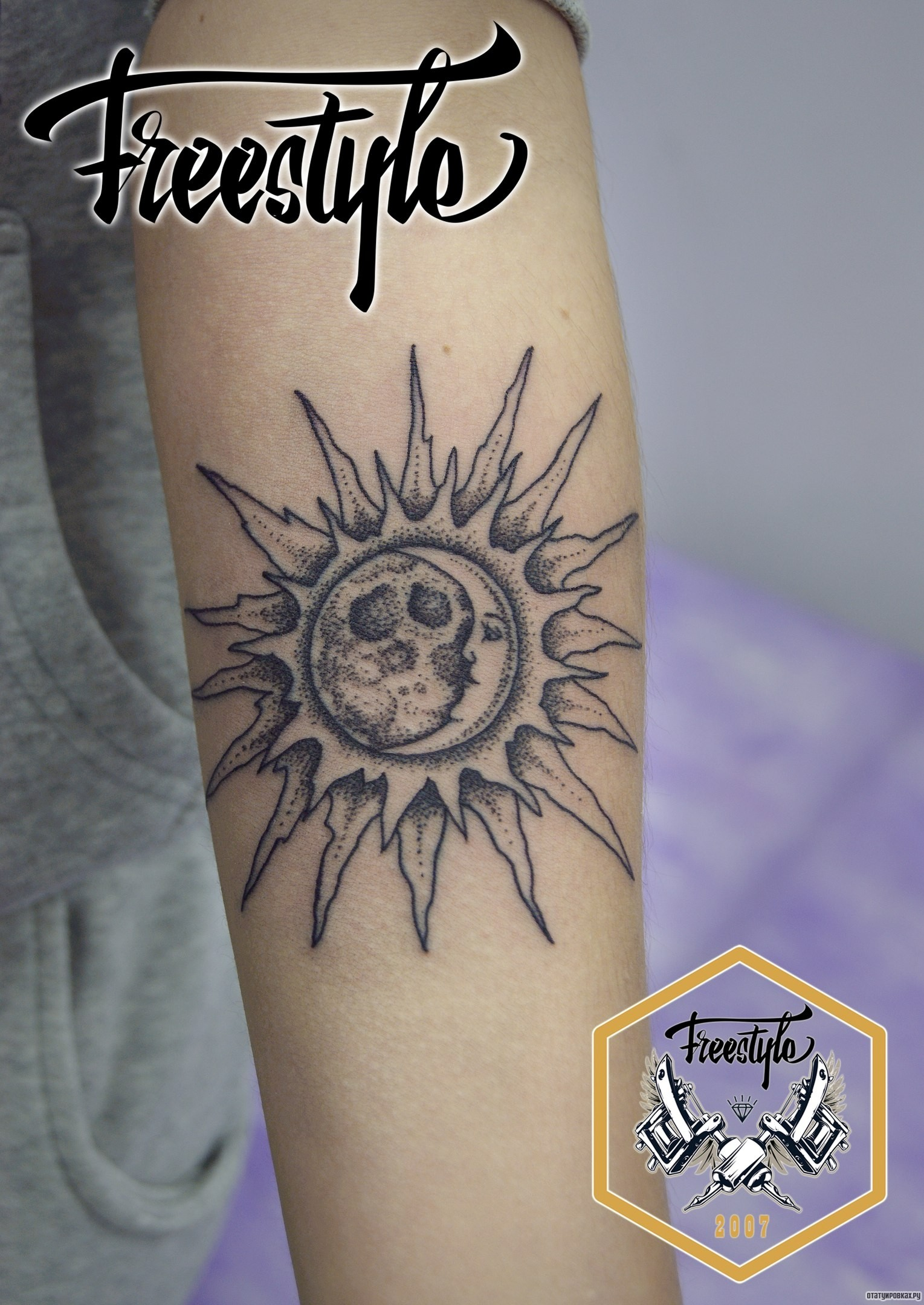 Тату солнца и луны на руке фото