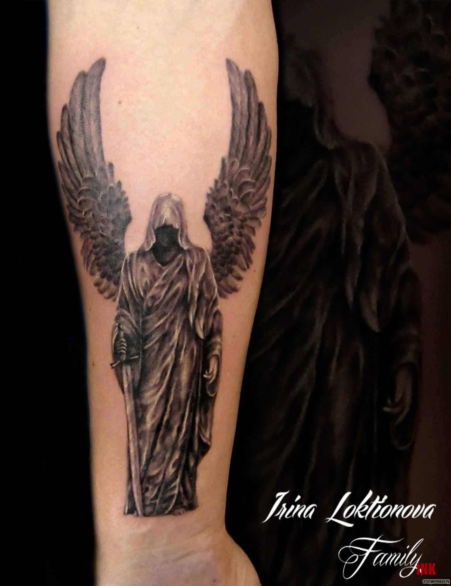 цветочное поле тату на руке ангел с мечом фото полярных волков есть